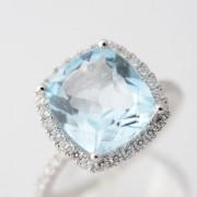 Entourage ring met diamant en topaas