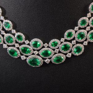 Collier met smaragden en diamanten