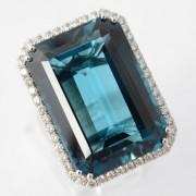 Entourage ring met topaas en diamant