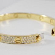 Armband-bezaaid-met-diamanten-3