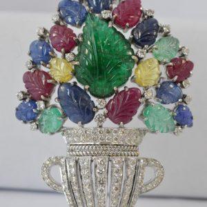 Broche met edelstenen en diamanten