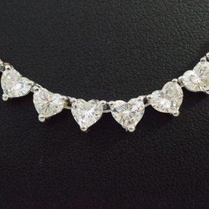 Collier bezaaid met hart diamanten