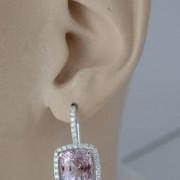 Entourage-oorbellen-met-roze-saffieren-1