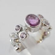 Fantasiering bezet met robijn en diamant
