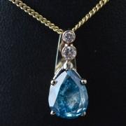 Hanger bezet met blauwe diamant