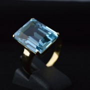 Ring met emerald geslepen topaas