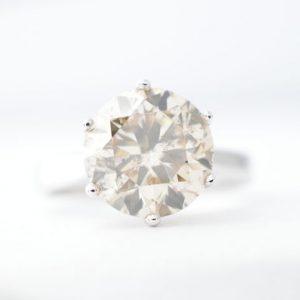 Solitair ring met grote diamant
