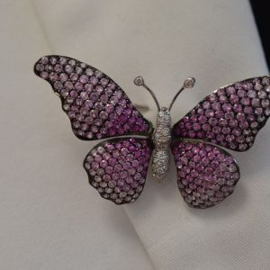 Vlinder broche met diamant en saffier